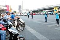 Tắt máy xe khi dừng đèn đỏ là lợi hay hại? Nhiều người vẫn làm mà không hề biết