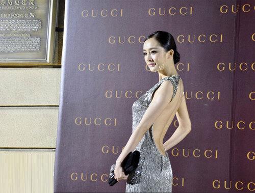 Tai nạn thảm đỏ cách đây 9 năm từng khiến Dương Mịch ê chề vì chiếc váy phản chủ, lộ nội y giữa rừng phóng viên-1