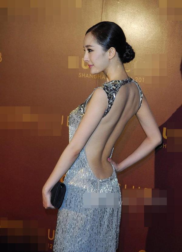 Tai nạn thảm đỏ cách đây 9 năm từng khiến Dương Mịch ê chề vì chiếc váy phản chủ, lộ nội y giữa rừng phóng viên-2