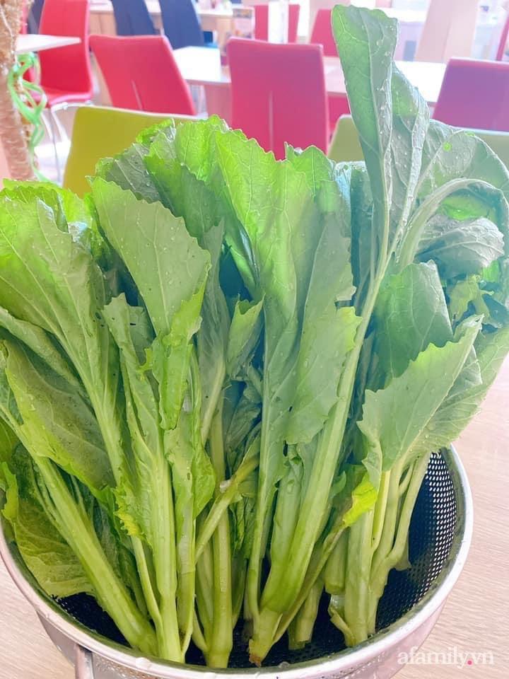Vườn rau quanh năm tốt tươi với đủ loại rau quả của mẹ Việt-11