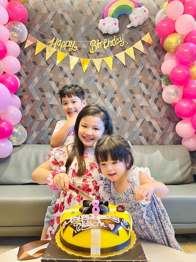 3 con của Jennifer Phạm chụp hình chung khiến ai cũng xuýt xoa vì gen quá trội, bảo sao chồng Hoa hậu cứ đòi đẻ thêm-2