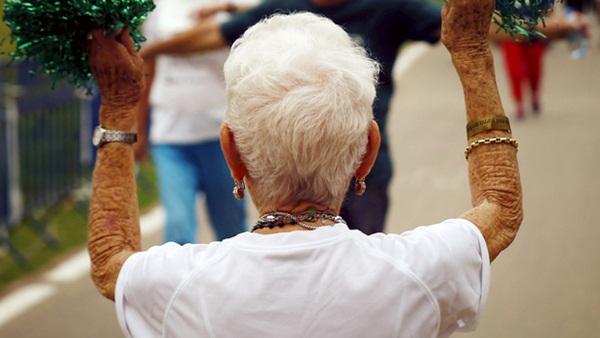 Chuyện kỳ lạ về người phụ nữ tóc bạc trắng chỉ sau một đêm, mở ra hiện tượng bí ẩn làm đau đầu giới khoa học suốt nhiều thế kỷ-2