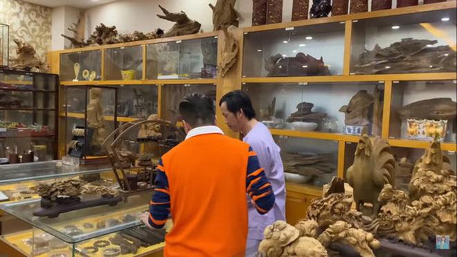 Giữa ồn ào Nhà thờ Tổ, NS Hoài Linh bị netizen soi lại BST trầm hương trị giá trăm tỷ toàn từ gỗ hiếm trong phòng riêng-6