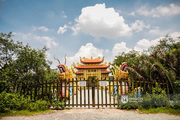 Giữa ồn ào Nhà thờ Tổ, NS Hoài Linh bị netizen soi lại BST trầm hương trị giá trăm tỷ toàn từ gỗ hiếm trong phòng riêng-8