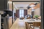 Ngôi nhà với lối thiết kế thông minh, chi tiết gây ấn tượng mạnh là phòng ngủ thiết kế đằng sau tủ quần áo