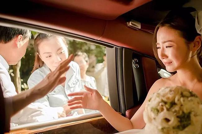 1 năm sau cái chết của anh trai, chị dâu đã vội tái hôn, nhìn thấy chú rể, tôi đổi phong bì mừng từ 500 nghìn thành 20 triệu-1