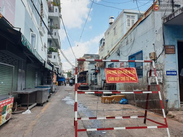 Nhiều tuyến đường ở Sài Gòn được giăng dây, lập hàng rào hạn chế để dẹp chợ tự phát-1