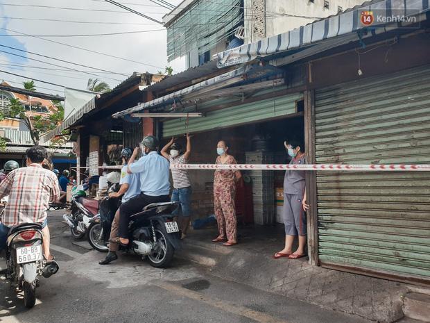Nhiều tuyến đường ở Sài Gòn được giăng dây, lập hàng rào hạn chế để dẹp chợ tự phát-2