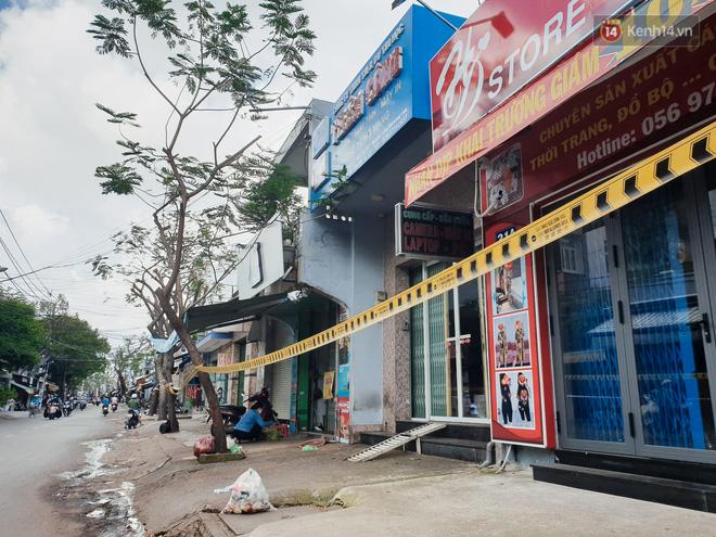 Nhiều tuyến đường ở Sài Gòn được giăng dây, lập hàng rào hạn chế để dẹp chợ tự phát-4
