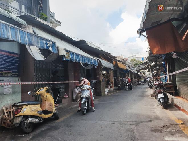 Nhiều tuyến đường ở Sài Gòn được giăng dây, lập hàng rào hạn chế để dẹp chợ tự phát-5