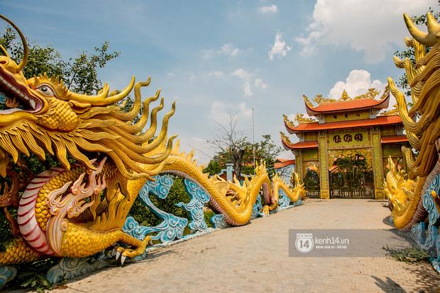 Toàn cảnh Nhà thờ Tổ 100 tỷ của NS Hoài Linh: Trải dài 7000m2, nội thất hoành tráng sơn son thếp vàng, nuôi động vật quý hiếm-7