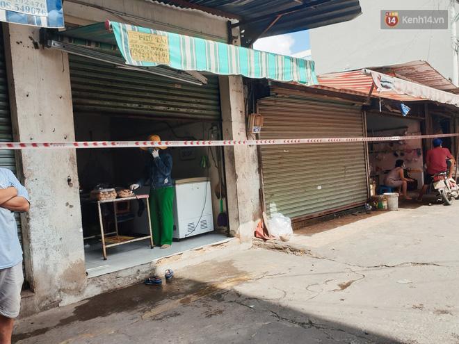 Nhiều tuyến đường ở Sài Gòn được giăng dây, lập hàng rào hạn chế để dẹp chợ tự phát-13
