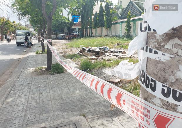 Nhiều tuyến đường ở Sài Gòn được giăng dây, lập hàng rào hạn chế để dẹp chợ tự phát-15