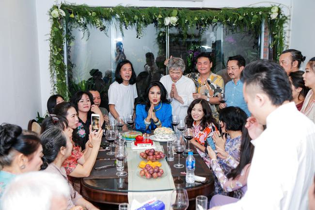 Diva Thanh Lam và bạn trai bác sĩ tổ chức lễ dạm ngõ ấm cúng bên người thân-4