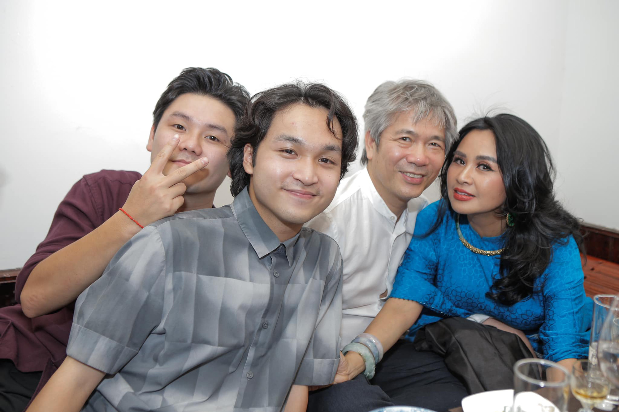 Diva Thanh Lam và bạn trai bác sĩ tổ chức lễ dạm ngõ ấm cúng bên người thân-8
