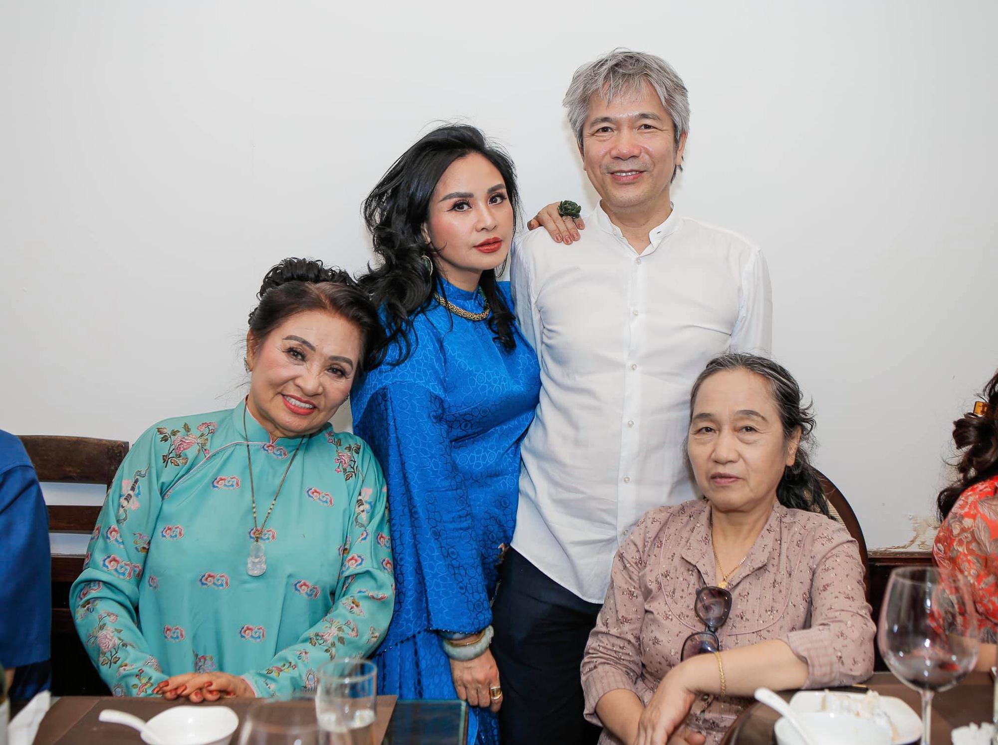 Diva Thanh Lam và bạn trai bác sĩ tổ chức lễ dạm ngõ ấm cúng bên người thân-7