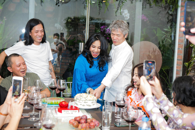 Diva Thanh Lam và bạn trai bác sĩ tổ chức lễ dạm ngõ ấm cúng bên người thân-3