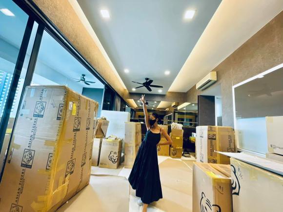 Đoan Trang chuyển gần 200 thùng đồ từ Việt Nam qua nhà mới ở Singapore-2