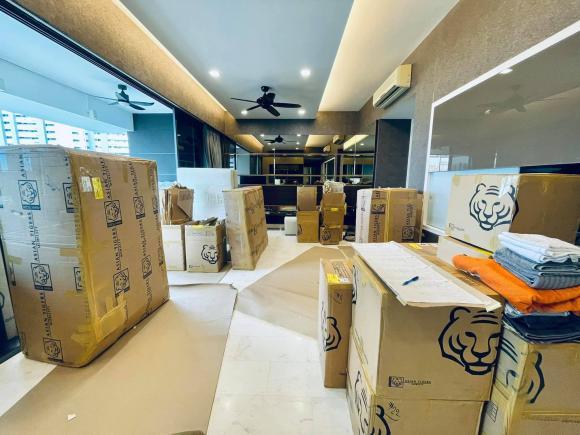 Đoan Trang chuyển gần 200 thùng đồ từ Việt Nam qua nhà mới ở Singapore-3