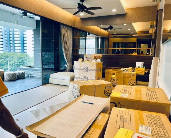 Đoan Trang chuyển gần 200 thùng đồ từ Việt Nam qua nhà mới ở Singapore-5