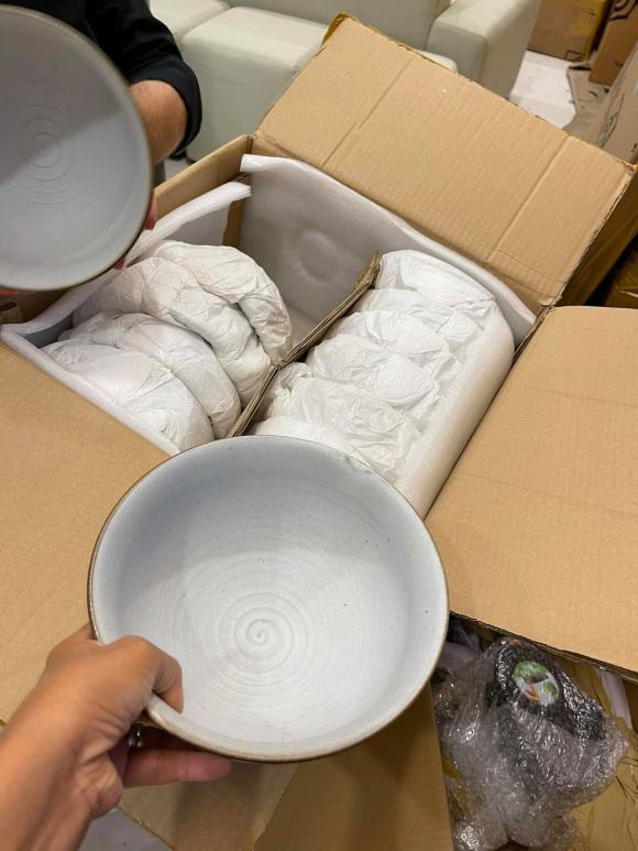 Đoan Trang chuyển gần 200 thùng đồ từ Việt Nam qua nhà mới ở Singapore-6