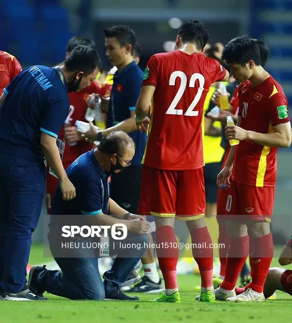HLV Park Hang-seo viết thư gửi tuyển thủ Việt Nam trước ngày tạm chia tay: Mong các bạn luôn nỗ lực, mang trong mình sự kiêu hãnh-2