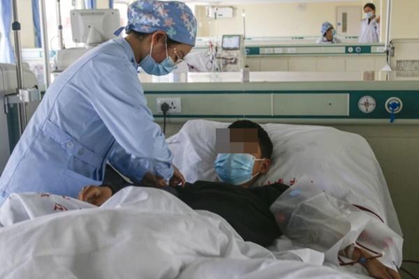 Chàng trai 15 tuổi bị suy thận nghiêm trọng, bác sĩ chỉ ra thủ phạm chính là 2 món ăn khoái khẩu của nhiều người!-1