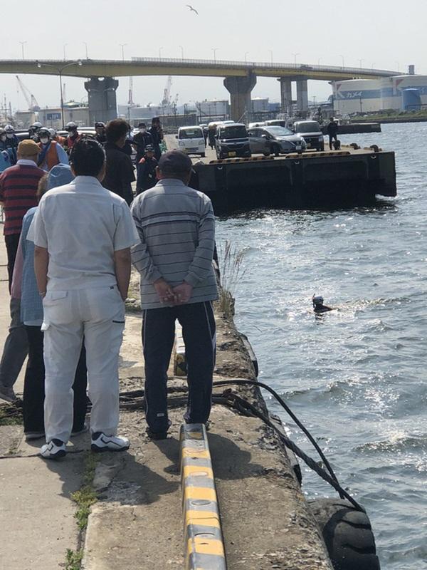 Phát hiện người chết trôi sông, cảnh sát lập tức tới nơi trục vớt thi thể và cảnh tượng sau đó khiến tất cả đều sững sờ vì sốc-2