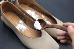 Giày có mùi trong những ngày hè nóng nực? Rắc một ít thứ này lên, giày sẽ không còn mùi sau một ngày