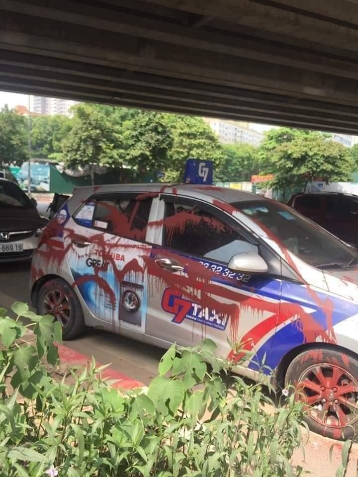 Đỗ xe tranh thủ đi ăn bún trong ngày đầu Hà Nội nới lỏng, tài xế taxi nước mắt lưng tròng khi quay lại-2