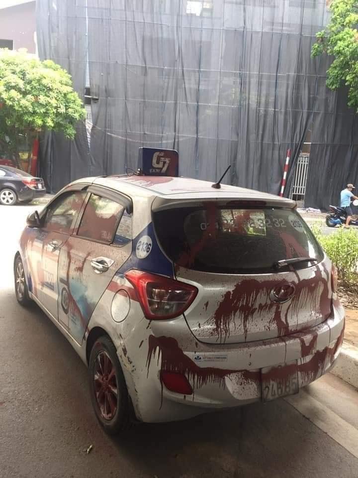 Đỗ xe tranh thủ đi ăn bún trong ngày đầu Hà Nội nới lỏng, tài xế taxi nước mắt lưng tròng khi quay lại-3