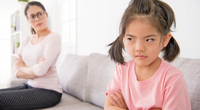 Khi trách phạt mà trẻ có hai kiểu phản ứng này cha mẹ nên dừng lại ngay tức khắc, nếu không hậu quả sẽ rất nghiêm trọng-2