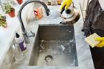 Cách làm sạch và khử trùng bồn rửa bát 'siêu' hiệu quả
