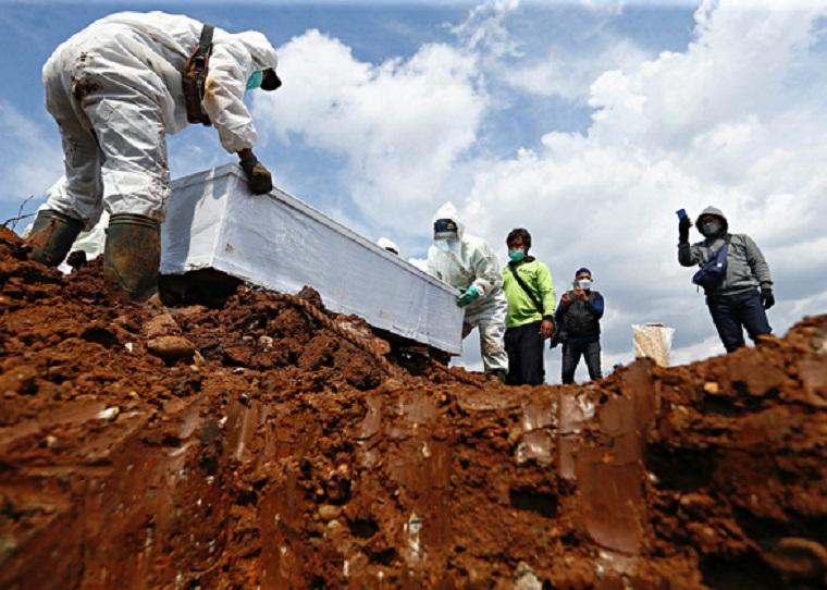 Ám ảnh những nghĩa trang tạm bợ ở quốc gia Đông Nam Á đang bị Covid-19 bủa vây, không khí tang tóc bi thương bao trùm khắp nơi-10