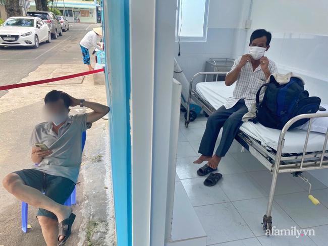 Cha mẹ đều mắc COVID-19 phải đi điều trị, bệnh viện điều xe cấp cứu đưa ông nội từ quê lên TP.HCM chăm sóc cháu, nhưng bé gái 6 tuổi cũng thành F0-3