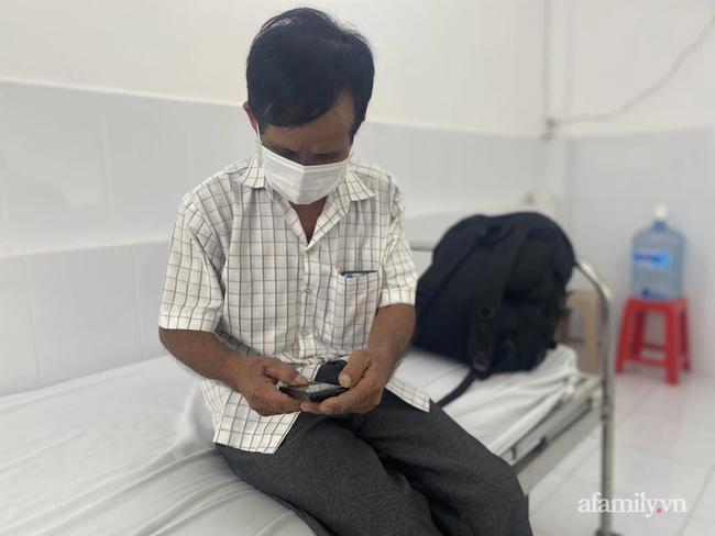 Cha mẹ đều mắc COVID-19 phải đi điều trị, bệnh viện điều xe cấp cứu đưa ông nội từ quê lên TP.HCM chăm sóc cháu, nhưng bé gái 6 tuổi cũng thành F0-6