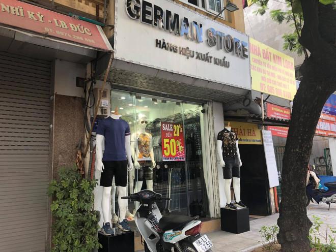 """Các shop quần áo đồng loạt sale sập sàn"""" vẫn vắng người mua-2"""