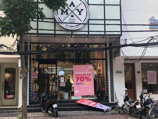 """Các shop quần áo đồng loạt sale sập sàn"""" vẫn vắng người mua-4"""