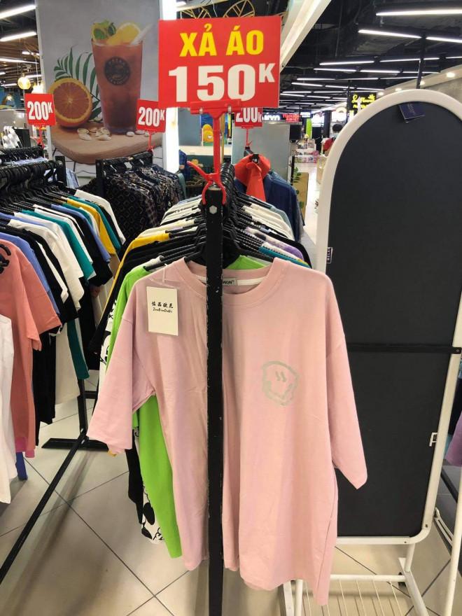 """Các shop quần áo đồng loạt sale sập sàn"""" vẫn vắng người mua-7"""