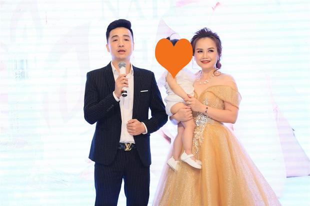 Bất ngờ profile người chồng đấm Cô Xuyến bật máu: CEO kiêm diễn giả, kém 3 tuổi và có con riêng trước khi lấy Hoàng Yến-5