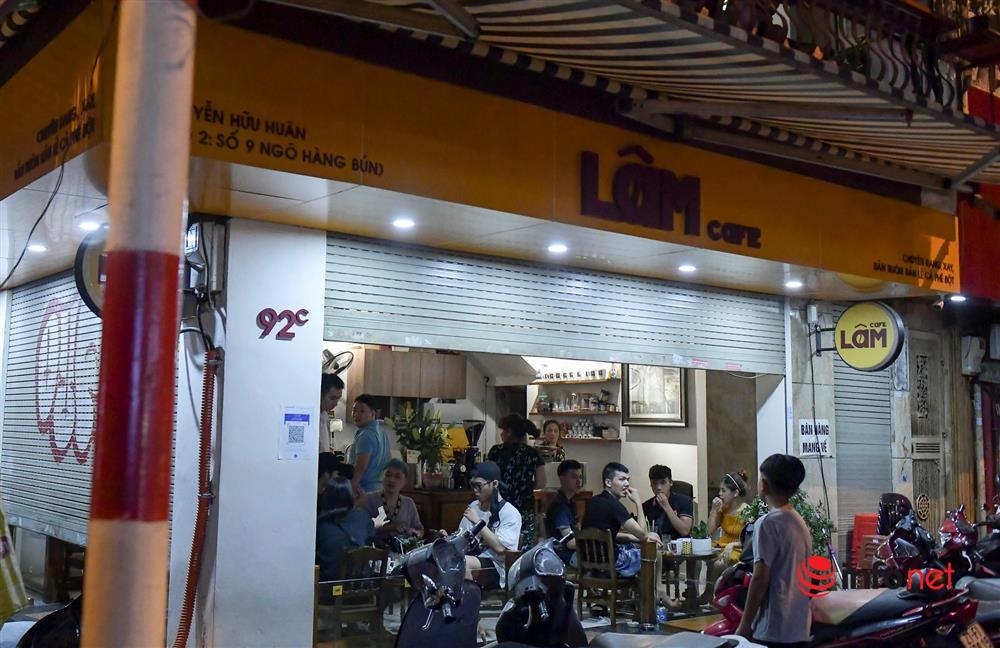 Vừa được nới lỏng, hàng quán phố cổ Hà Nội lại náo nhiệt sau giờ giới nghiêm-8