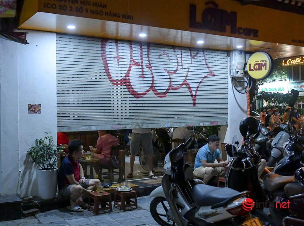 Vừa được nới lỏng, hàng quán phố cổ Hà Nội lại náo nhiệt sau giờ giới nghiêm-7