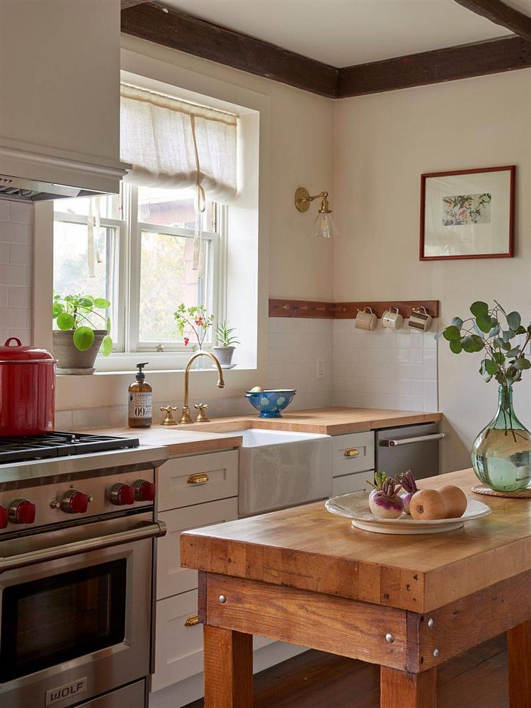 8 mẫu thiết kế đẹp mê cho gian bếp nhỏ, vừa tiết kiệm chi phí nhưng vẫn tiện nghi bất ngờ-5
