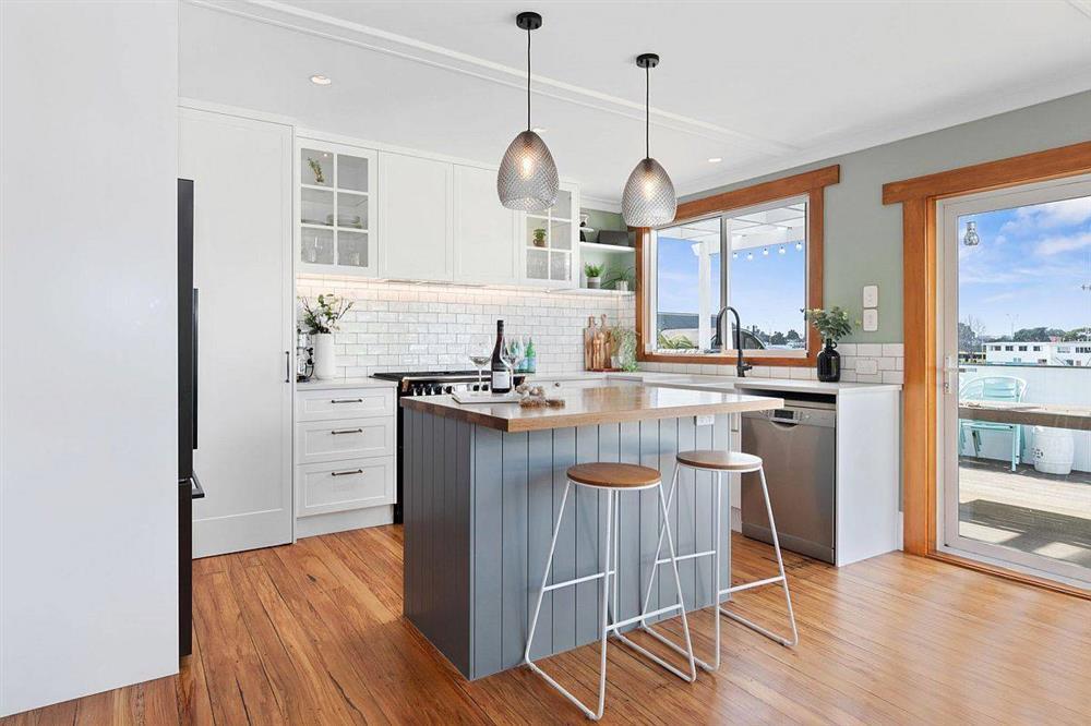 8 mẫu thiết kế đẹp mê cho gian bếp nhỏ, vừa tiết kiệm chi phí nhưng vẫn tiện nghi bất ngờ-10