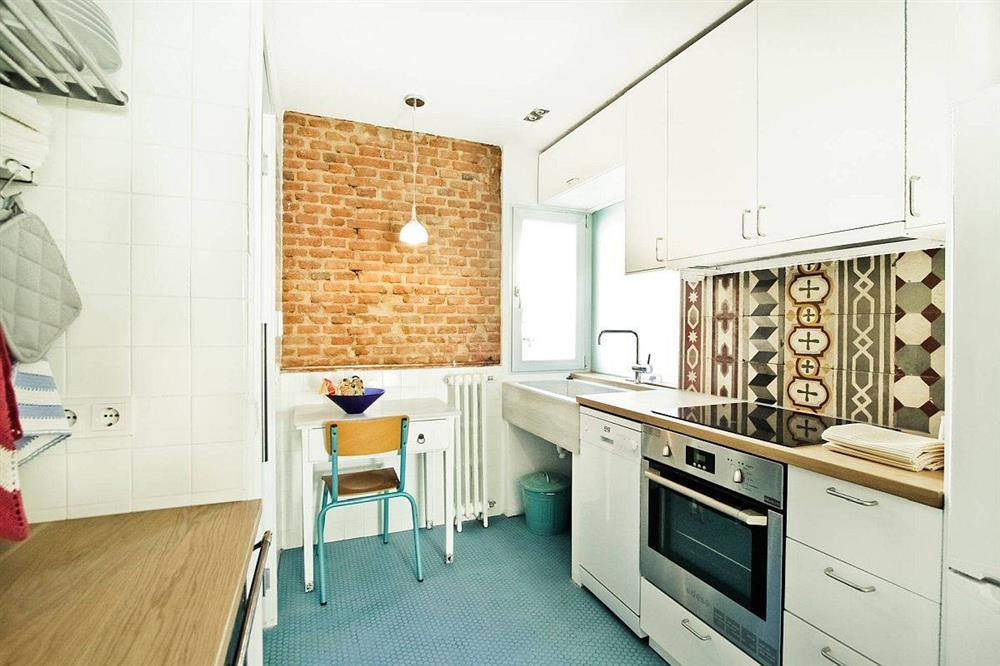 8 mẫu thiết kế đẹp mê cho gian bếp nhỏ, vừa tiết kiệm chi phí nhưng vẫn tiện nghi bất ngờ-15