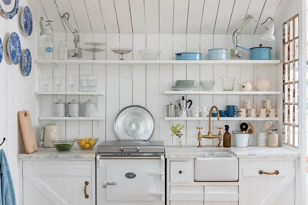 8 mẫu thiết kế đẹp mê cho gian bếp nhỏ, vừa tiết kiệm chi phí nhưng vẫn tiện nghi bất ngờ-18