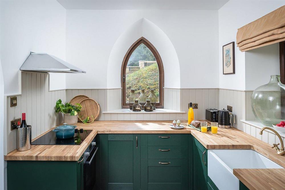 8 mẫu thiết kế đẹp mê cho gian bếp nhỏ, vừa tiết kiệm chi phí nhưng vẫn tiện nghi bất ngờ-19