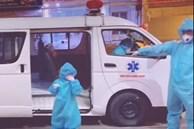 Bé gái 5 tuổi mắc Covid-19 tự lên xe cấp cứu vào bệnh viện điều trị