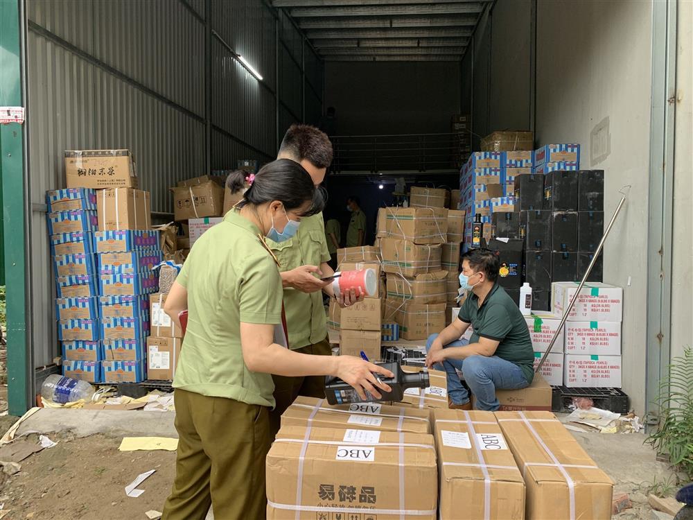Thu hàng tấn nguyên liệu trà sữa thương hiệu Gongcha, Royal tea bẩn-2