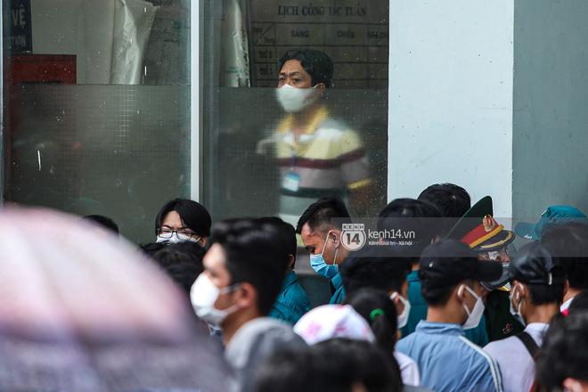 Hơn 9.000 người tại TP HCM đến Nhà thi đấu Phú Thọ chờ tiêm vaccine Covid-19-2
